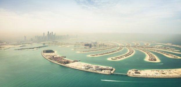 فايننشال تايمز: فيروس كورونا وحرب أسعار النفط يتركان أثارهما البالغة على اقتصاد الخليج ودبي تحديدا