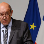 وزير خارجية فرنسا :ماكرون يريد الاجتماع مع حفتر للحث على وقف إطلاق النار