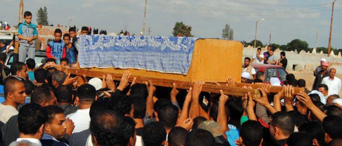 الجالية المصرية بالسعودية تشييع جنازة شاب من تلا توفي في حادث سير