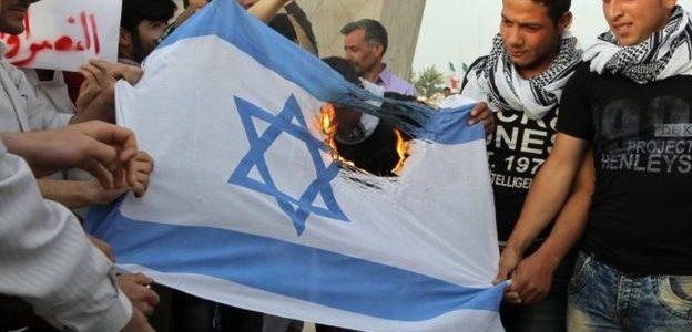 التليجراف: الشرق الأوسط علي وشك حرب كبري بين إيران وإسرائيل