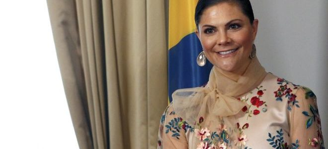 """مصور """"يتحرش جنسياً"""" بوريثة عرش السويد خلال حفل الأكاديمية الملكية السويدية"""