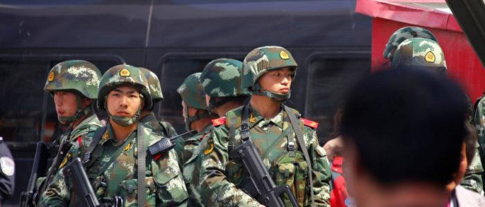الصين تُصعِّد حملتها ضد المسلمين وتعتقل عشرات الآلاف بإقليم شينجيانج