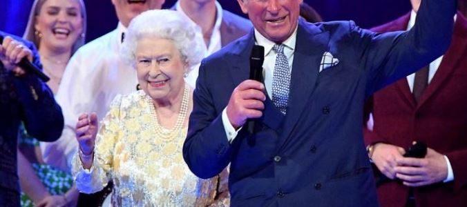 الملكة إليزابيث تحضر حفلا يعج بالمشاهير في عيد ميلادها