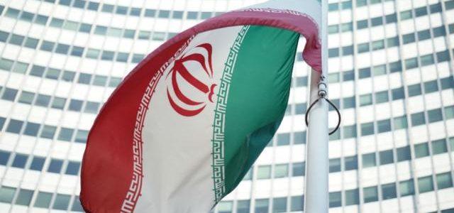 طهران تهدد أمريكا: قواعد وحاملات طائرات أمريكية في مرمى الصواريخ الإيرانية