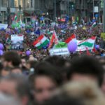 آلاف في المجر يحتجون على قيود حكومية على وسائل الإعلام