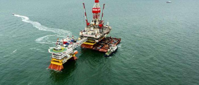 النفط يتراجع بعد صعود حاد والأنظار على تحركات أوبك بشأن الإمدادات