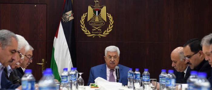 السلطة الفلسطينية بين خيارين: إما الإذعان لترامب وإما المواجهة المفتوحة