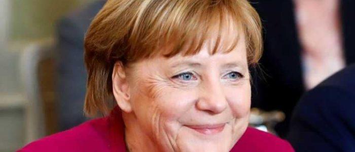 ميركل تتوقع زيادة مطردة في الإنفاق العسكري الألماني