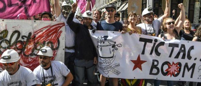 اضراب القطاع العام وعمال سكك الحديد في فرنسا