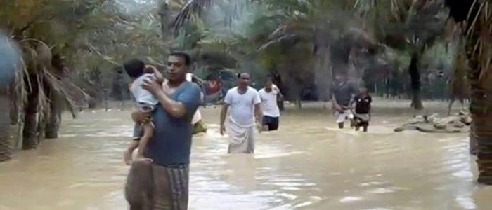 """الاعصار """"ميكونو"""" يتراجع إلى عاصفة استوائية بعد وفاة شخصين في سلطنة عمان"""