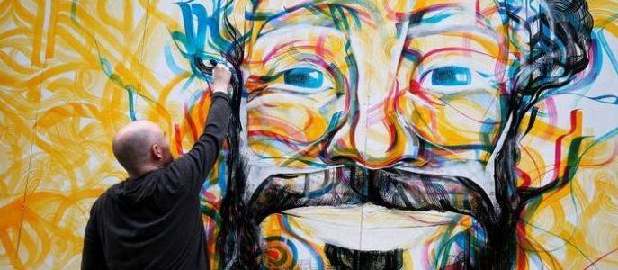 """إزاحة الستار عن """"جدارية"""" لصلاح بوسط ليفربول قبل النهائي الأوروبي"""