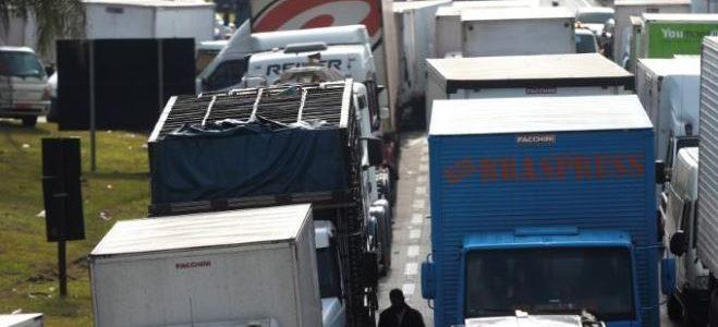 استمرار إضراب سائقي الشاحنات في البرازيل رغم إرسال قوات الجيش