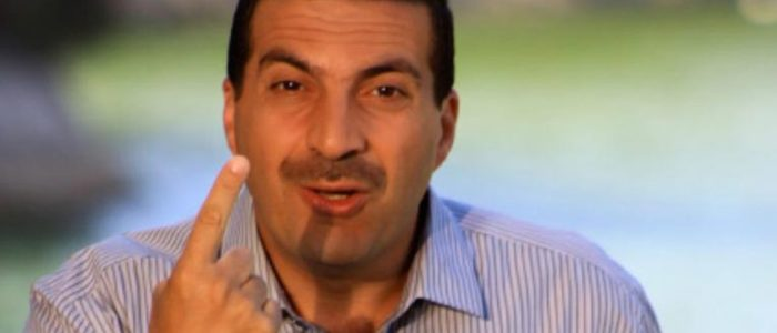 """عمرو خالد يرد على منتقديه بعد جدل """"إعلان الدواجن"""""""