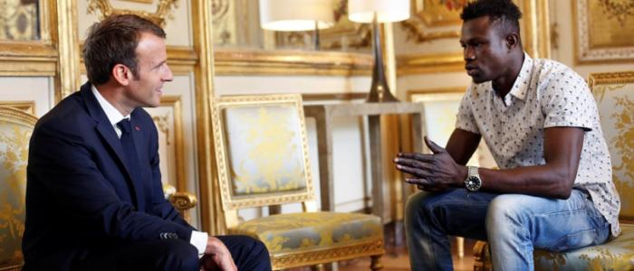 الرجل العنكبوت أذهل باريس بسرعته في إنقاذ طفل.. المهاجر البطل التقى الرئيس ماكرون، لكن ماذا عن الأب والأم؟