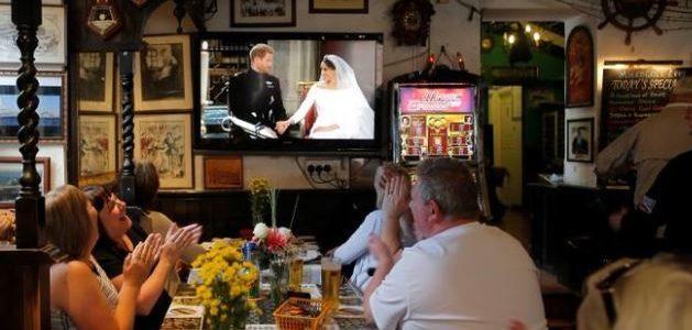مظاهر احتفال من أنحاء العالم بزفاف هاري وميجان