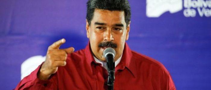 مادورو يرقص ويطبل بحماس وسط أنصاره
