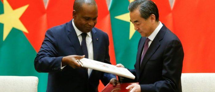 الصين تقيم علاقات دبلوماسية مع بوركينا فاسو التي قطعت علاقاتها مع تايوان