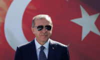 محامي مصري يطالب بوضع أردوغان على قوائم الترقب والوصول
