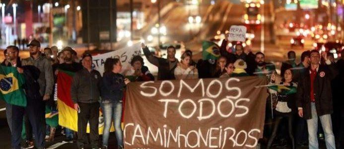 سائقو الشاحنات في البرازيل يواصلون إغلاق الطرق وإصابة البلاد بشلل