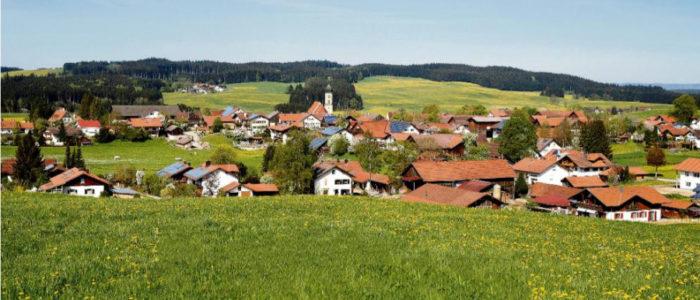 قرية ألمانية نهضت بنفسها.. ينتج سكانها الكهرباء والماء والغذاء ولها عملتها الخاصة ولا تحتاج شيئاً من الدولة