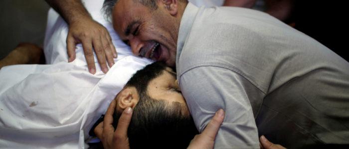 القوات الإسرائيلية تقتل فلسطينيين في احتجاجات على حدود غزة