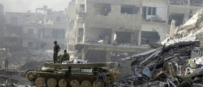 عودة سكان مخيم اليرموك في جنوب دمشق صعبة جراء الدمار الكبير