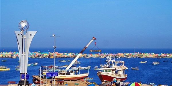 """البحرية الإسرائيلية تعترض سفينة """"الحرية"""" لكسر الحصار عن غزة وتسحبها إلى أسدود"""
