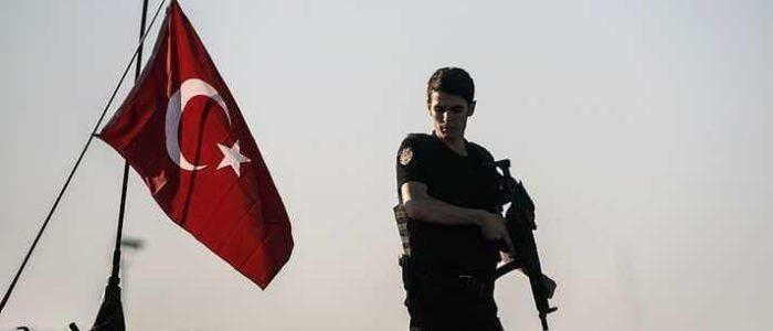 """تركيا تعتقل مسؤولا بجامعة عسكرية مكلفة بـ""""تطهير الجيش"""""""