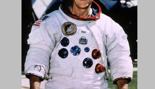 وفاة رائد الفضاء الأمريكي ألان بين عن 86 عاما