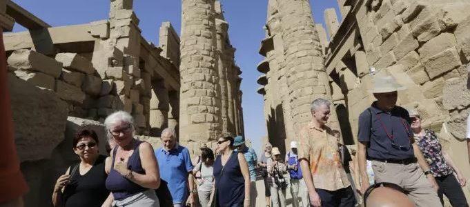 فاينانشال تايمز: عودة السياحة لمصر بفضل تحسن الأوضاع الأمنية وخفض الأسعار