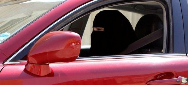 سعوديات وراء المقود في الشوارع بعد رفع الحظر عن قيادتهن للسيارات