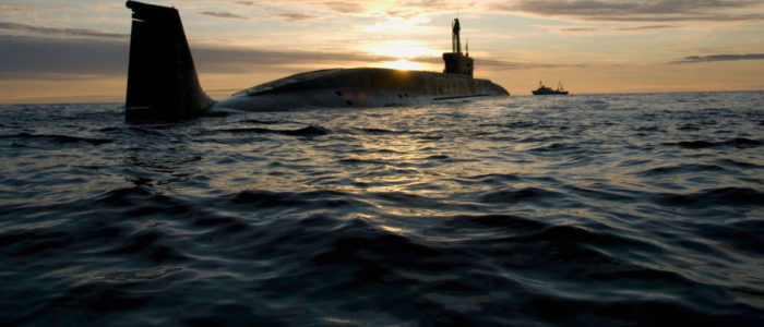 """غواصة """"يوري دولغوروكي"""" الروسية تطلق بنجاح 4 صواريخ بالستية من البحر الأبيض الشمالي"""