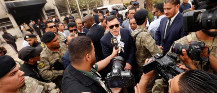 السراج وصل إلى القاهرة سراً وغادرها بعد يومين.. التقى قيادات من نظام القذافي