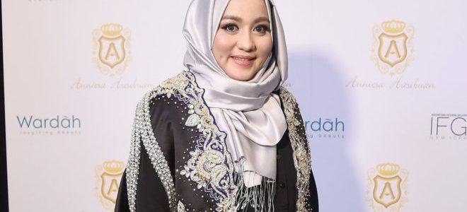 سجن مصممة أزياء المحجبات الشهيرة أنيسة حسيبوان بتهمة الاحتيال