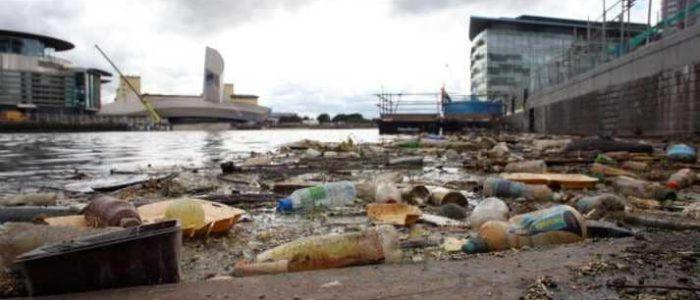 المفوضية الأوروبية تعلن الحرب على المنتجات البلاستيكية