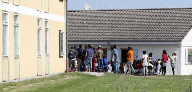 التايمز: اللاجئون في ألمانيا يجبرون على آداء الخدمة العام