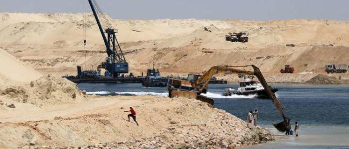 معدات ثقيلة جديدة في طريقها إلى مصر
