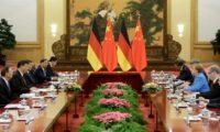 ميركل ورئيس وزراء الصين يدافعان عن الاتفاق النووي الايراني والتجارة الحرة