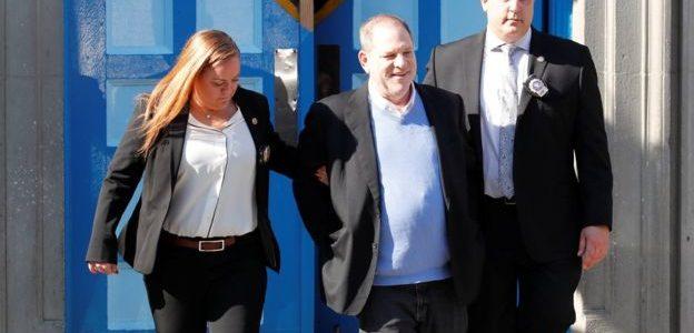 واينستين يُقتاد للمحكمة مكبلا بالأغلال