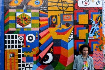 """فن الخارجيين تجربة التشكيلي """"جيراردو غوميز""""  تصورات فنية تلقائية برؤى معاصرة، وتمرد على الواقع، وحكمة تراوغ عمق السذاجة"""