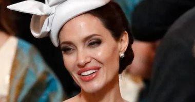 أنجلينا جولى بإطلالة ميجان ماركل