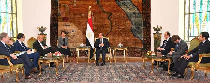 السيسي يبحث تطورات الأوضاع في المنطقة مع وزير الخارجية الفرنسي