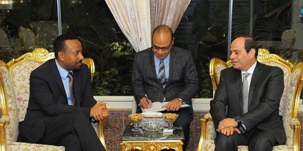السيسي يبحث القضايا المشتركة مع رئيس وزراء إثيوبيا