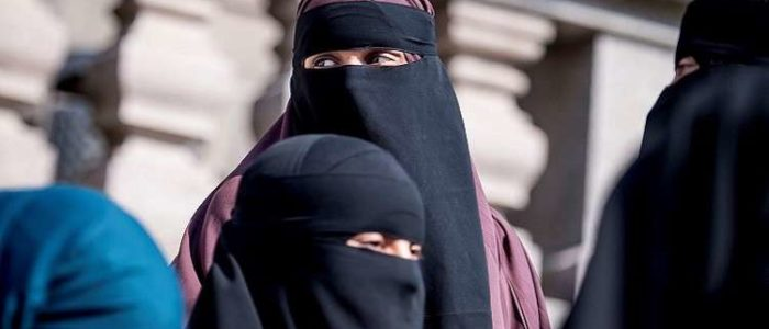 هولندا تحظر النقاب