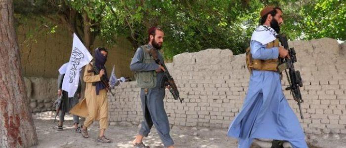 حركة طالبان غاضبة من أعضاء التقطوا صور سيلفي مع مسؤولين وجنود