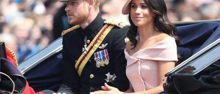 الملكة إليزابيث تصطحب ميجان في رحلة بالقطار