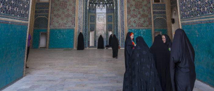شباب العائلات الغنية يغتصبون بنات الأقلية السنية في إحدى محافظات إيران.. والعائلات تتكتم خوفا من التهديدات والفضيحة