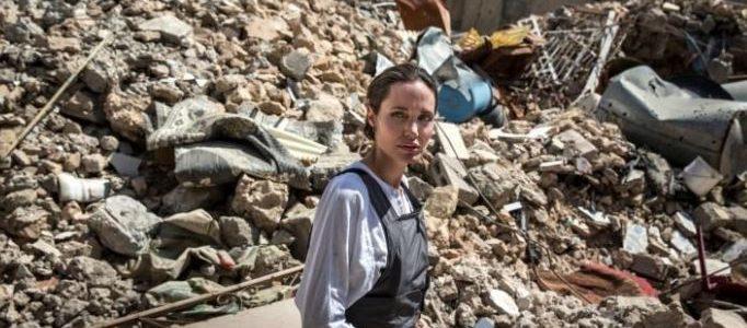 أنجلينا جولي تزور الموصل وتدعو لدعم إعادة الإعمار