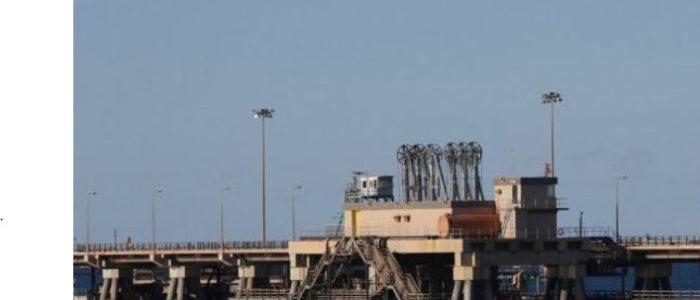 قوات شرق ليبيا تقول إنها تتقدم سريعا في محاولة استعادة السيطرة على ميناءي نفط