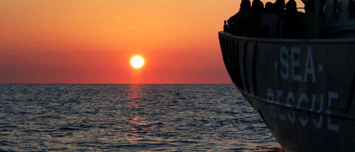 خفر السواحل الليبي ينقذ 301 مهاجر كانوا في طريقهم لأوروبا
